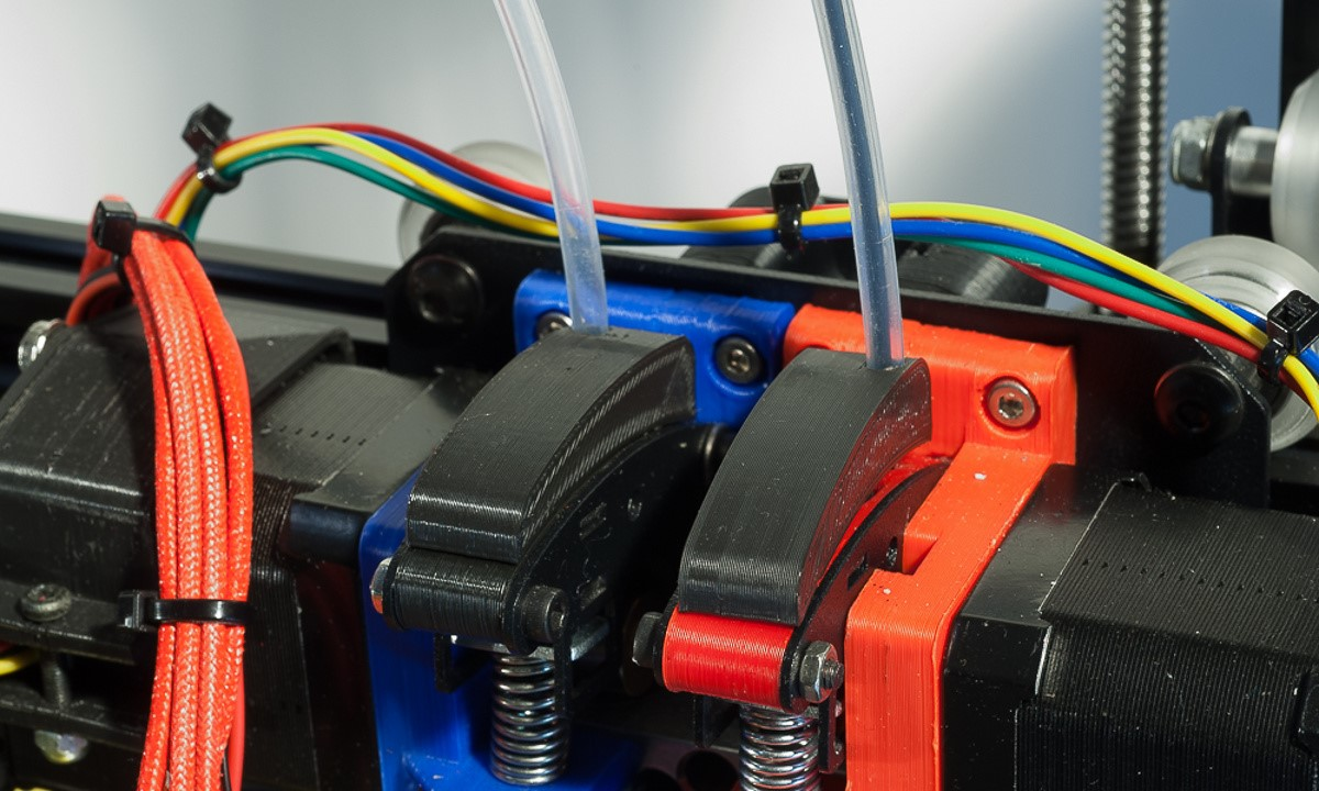 The MendelMax 3 3D printer - Filament tube guides fitted to the existing extruder assemblies